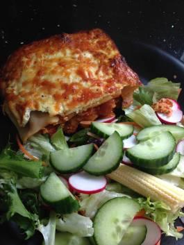 Lasagne with side salad: See recipe here: https://kellsslimmingworldadventure.wordpress.com/2015/05/09/recipe-syn-free-lasagne/