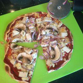 Syn-Free Pizza. Recipe here: https://kellsslimmingworldadventure.wordpress.com/2015/07/23/recipe-syn-free-pizza/