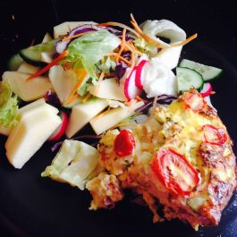 Quiche. Recipe here: https://kellsslimmingworldadventure.wordpress.com/2015/07/04/recipe-quiche/